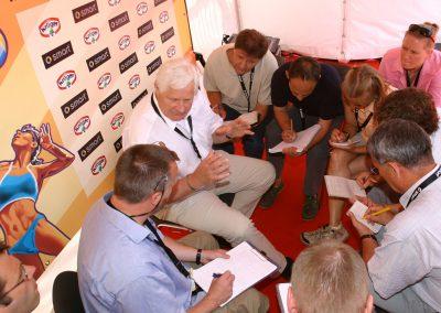 Graf von Moltke im Gespräch mit Journalisten wegen dem drohenden Boykott der Aktiven bei der Beach WM in Deutschland